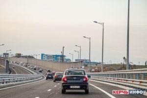 С моста в Крым за месяц эвакуировано 64 автомобиля