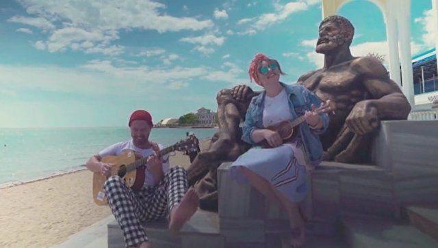 Песок, солнце, море: московские музыканты презентовали клип про Евпаторию
