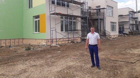 Антон Кравец посетил объекты федеральной целевой программы в селах Рощино и Изумрудное Джанкойского района
