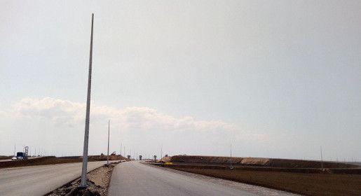Первые мачты освещения появились на строящейся трассе «Таврида»