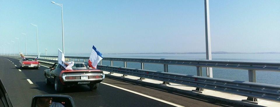 Около 40 ретро-авто проехали сегодня по Крымскому мосту и городам полуострова,