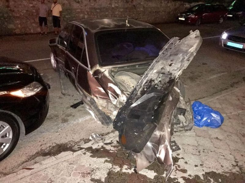 """На ЮБК пьяный водитель джипа разбил 5 припаркованных машин и заявил, что """"так получилось"""", , ВИДЕО"""