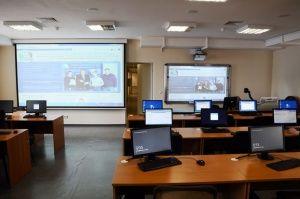 Школу в Феодосии снабдили мультимедийным кабинетом
