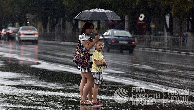Ливни, грозы, шквал: стихия задержится в Крыму