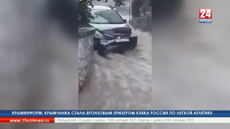 Непогода разбушевалась: ливень в Гурзуфе затопил улицы и дороги