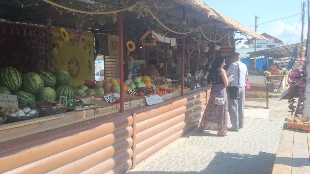 Должностные лица Администрации Сакского района совместно с представителем Министерства промышленной политики Республики Крым провели обследования нестационарных торговых объектов