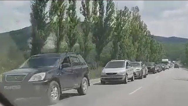 Пробка на несколько десятков километров: ДТП парализовало керченскую трассу