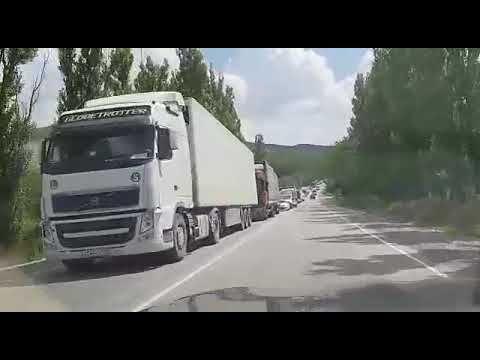 Огромная пробка на трассе под Феодосией вчера возникла из-за ДТП