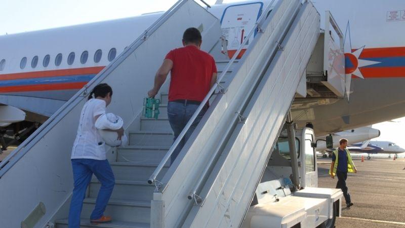 Спецборт МЧС России осуществляет санитарно-авиационную эвакуацию тяжелобольных детей из Симферополя в Москву