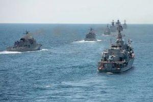 Корабли ЧФ проводят тренировки в бухте Севастополя