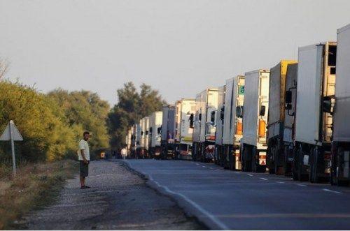 Российские фуры въезжают в Крым с чудовищным перегрузом