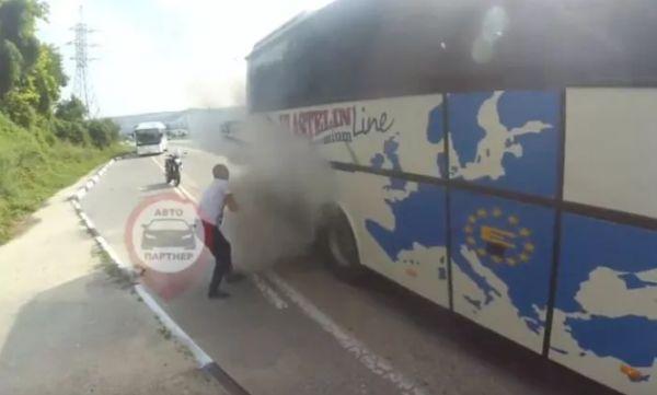 Инцидент под Севастополем: прямо на трассе загорелся автобус