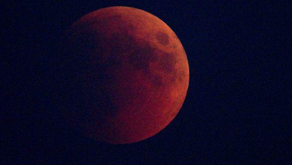 """Крымчане будут наблюдать """"кровавую луну"""" и яркий Марс"""