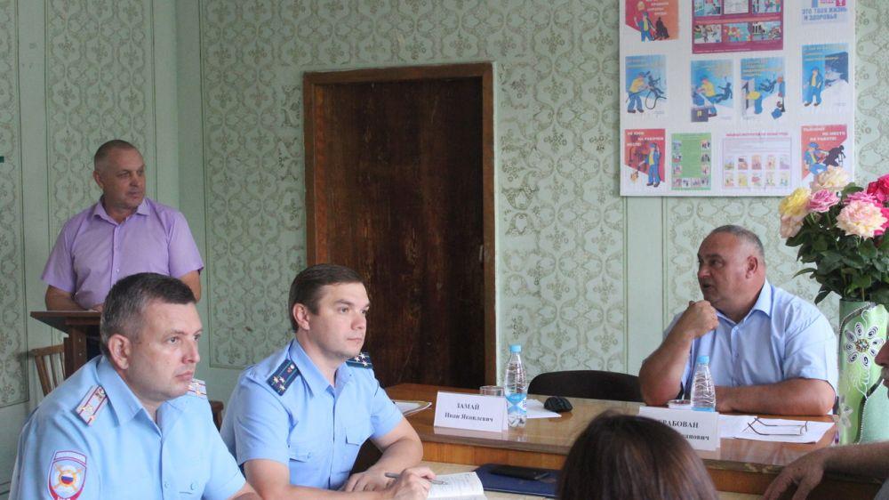 Очередное выездное аппаратное совещание проведено в Ленинском сельском поселении