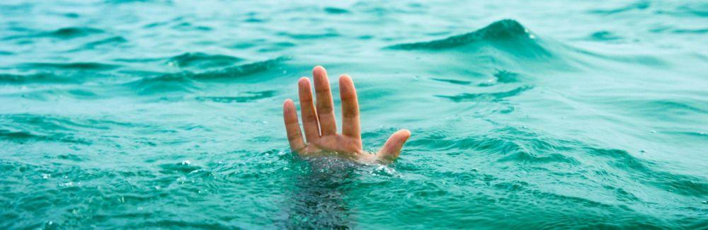 Ночью крымские спасатели доставали упавшего в реку украинца