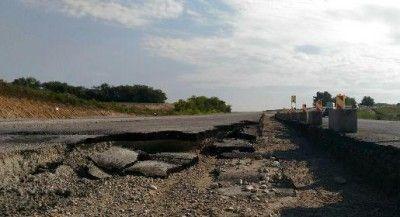 Ливень уничтожил дорогу в Крыму