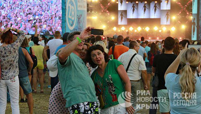 В ритме #ZBFest: в Балаклаве проходит музыкальный фестиваль под открытым небом