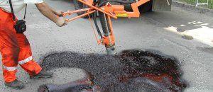 Ремонтники за неделю восстановили 1,2 тыс кв. м дорожного покрытия в Симферополе