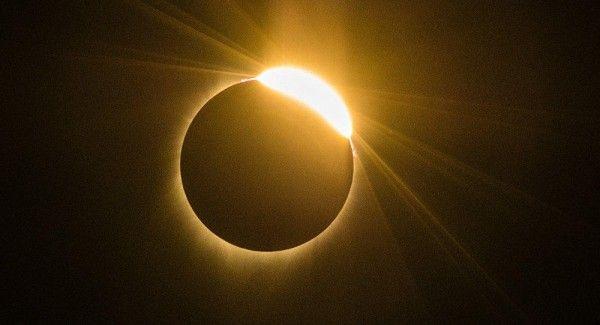 Для крымчан и жителей Севастополя «ИНФОРМЕР» представляет онлайн-трансляцию солнечного затмения 11 августа