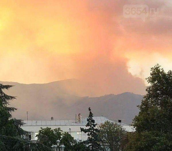 Площадь пожара в горах над Ялтой возросла до 80 гектаров