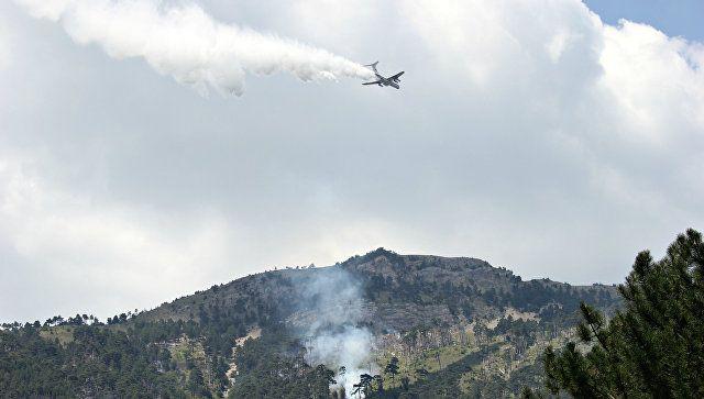 Дым и пламя в ущелье: как сотни людей тушили сильнейший пожар в Крыму