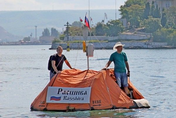 Как путешественники пытались доплыть из Севастополя до турецкой Антальи на плоту