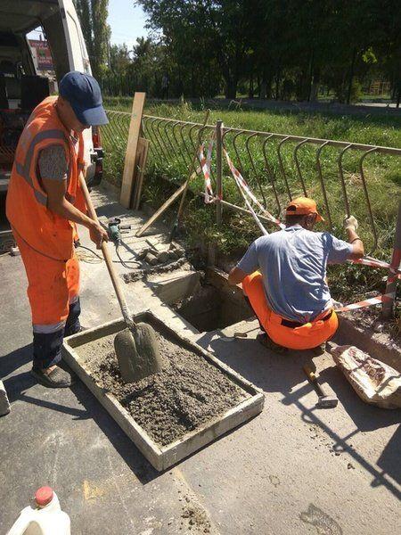 Коммунальщики Симферополя за две недели промыли 30 водопропускных колодцев и заменили столько же решеток
