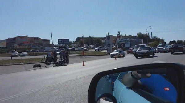 ДТП в Крыму: мотоциклиста увезли на «скорой»