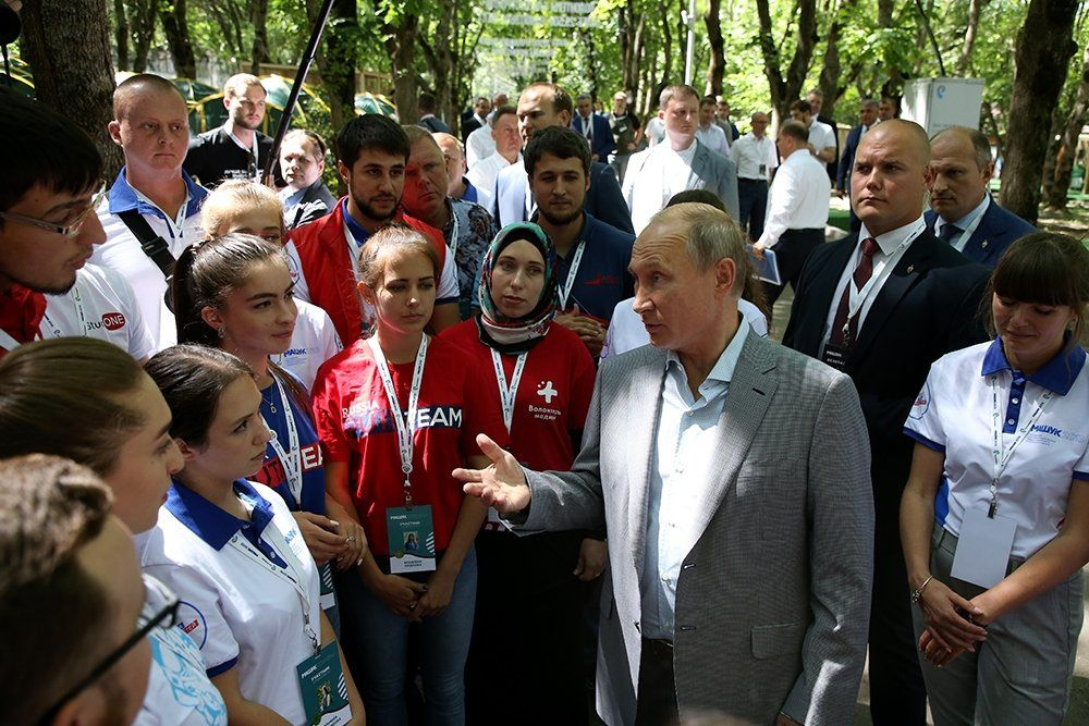 Владимир Путин считает, что в социальных сетях не хватает позитивного контетна