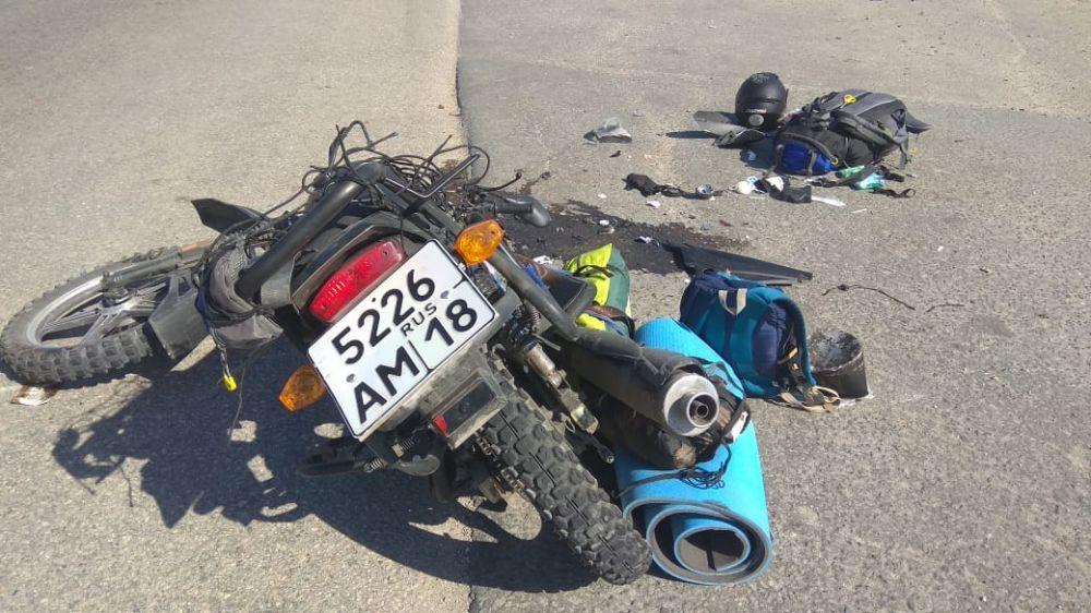 В Симферополе ЗИЛ сбил туриста на мотоцикле, , ВИДЕО