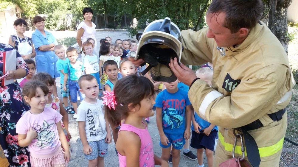 Огнеборцы ГКУ РК «Пожарная охрана Республики Крым» провели эксурсию для учащихся детского сада