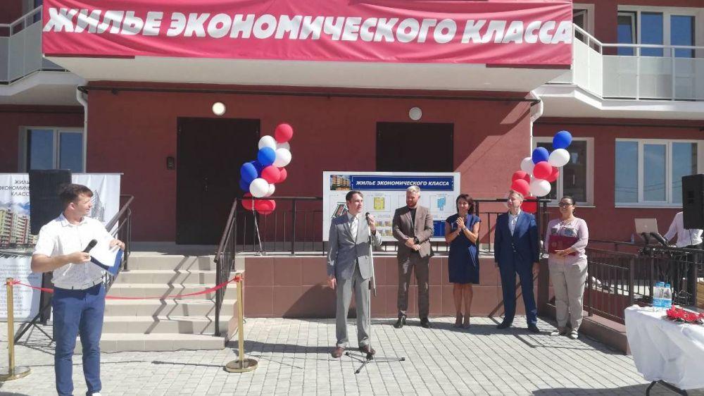 В Симферополе состоялось торжественное открытие первого многоквартирного жилого дома экономического класса