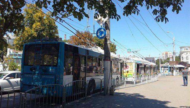 Транспортный коллапс: в центре Симферополя встали троллейбусы