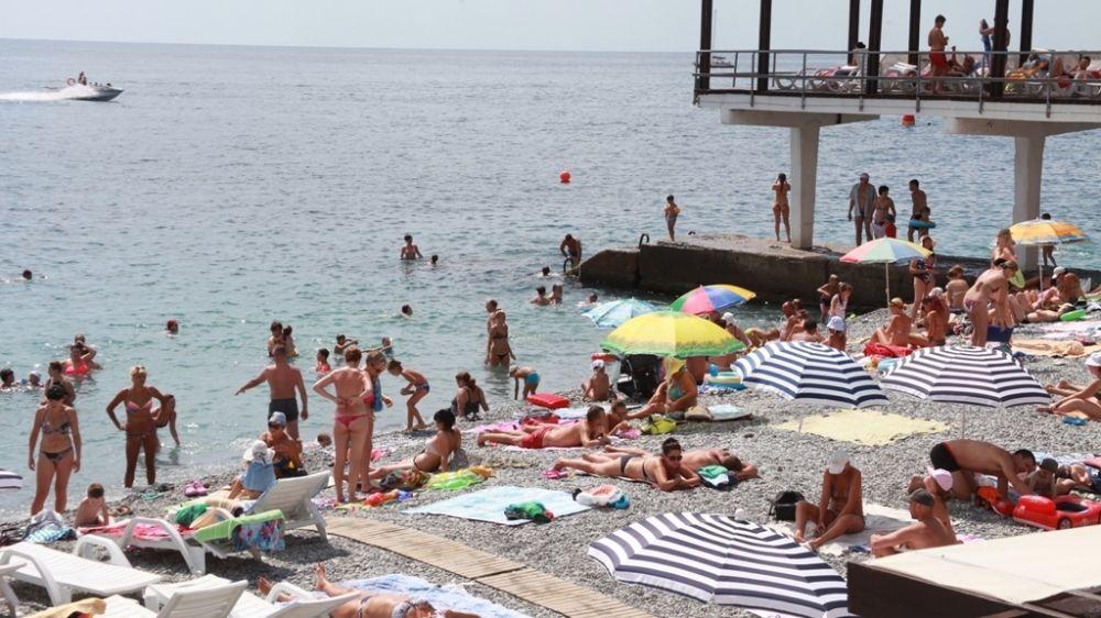 Роспотребнадзор официально отменил запрет на купание в море у берегов Ялты