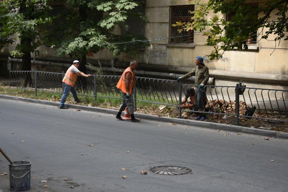 К 1 сентября возле всех школ Симферополя установят дорожные ограждения