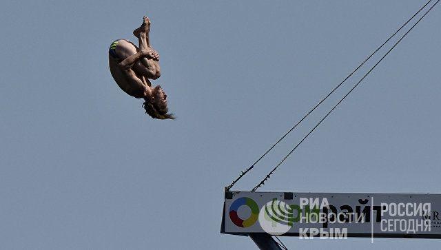 И опять лучший: британец победил на кубке мира по клифф-дайвингу в Крыму