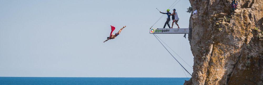 Кубок мира по клифф-дайвингу в Крыму закрылись победой британца