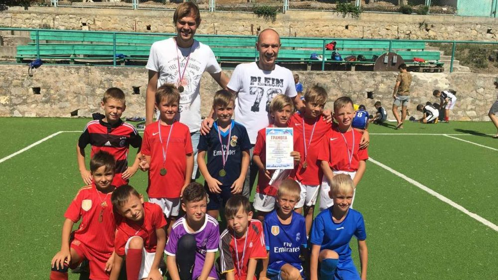 Юные ялтинские спортсмены стали чемпионами спартакиады по мини-футболу