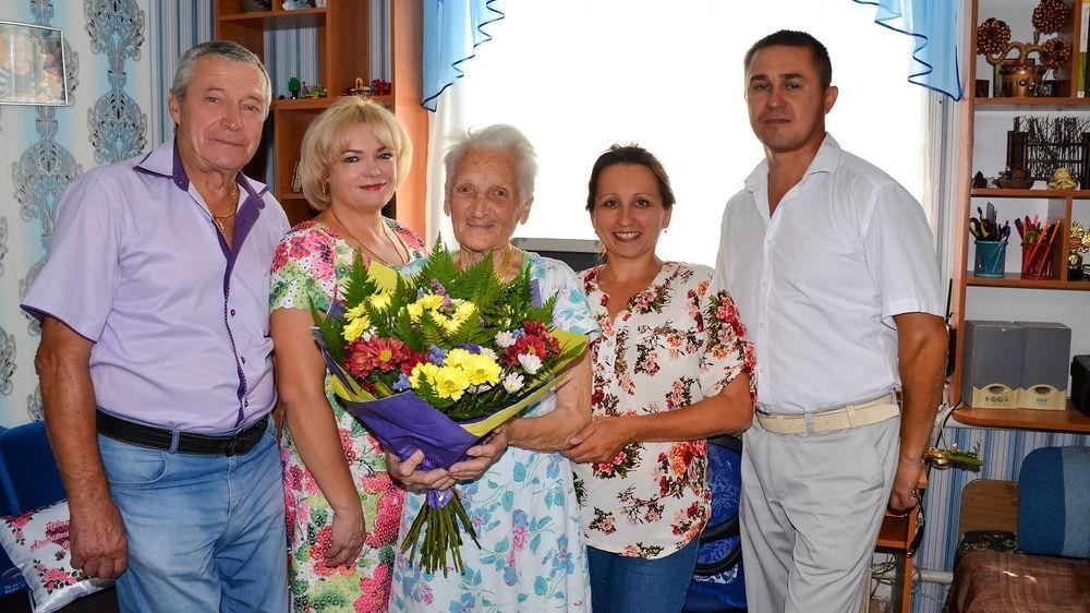 Жительницу села Новосельское поздравили с 90-летним юбилеем