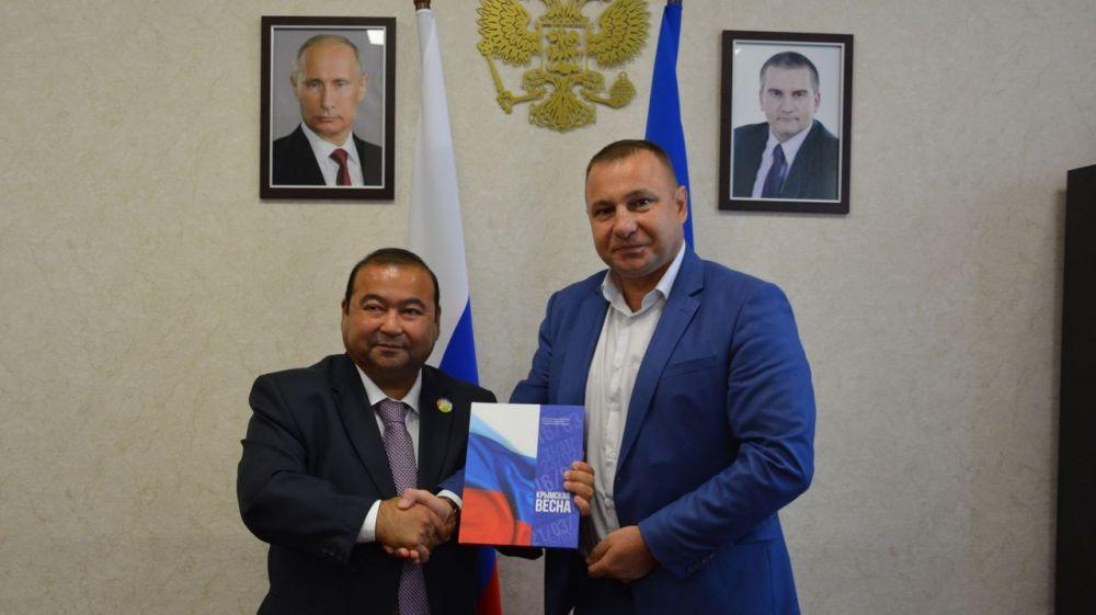 Сергей Зырянов провел встречу с представителями Всероссийского Конгресса узбеков, узбекистанцев