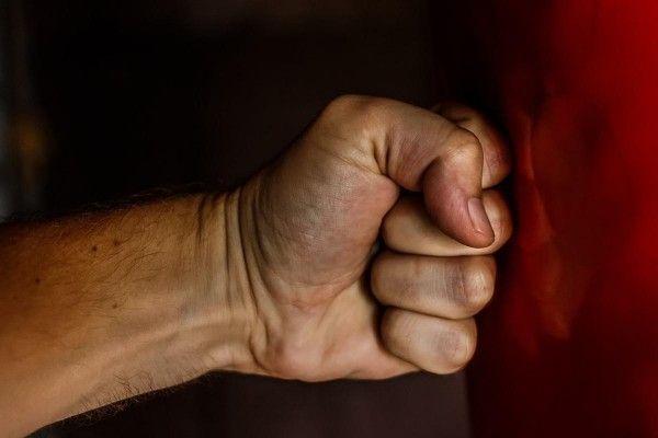 Сотрудник ГИБДД Севастополя придумал байку об угоне авто и жестоко избил подчинённого