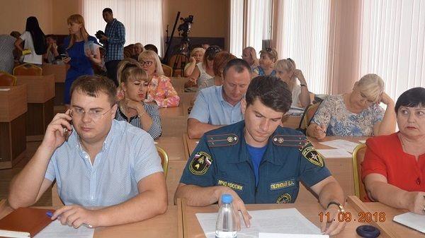 Сотрудники администрации Джанкойского района во главе с Антоном Кравцом приняли участие в очередной встрече-совещании «Час предпринимательства»