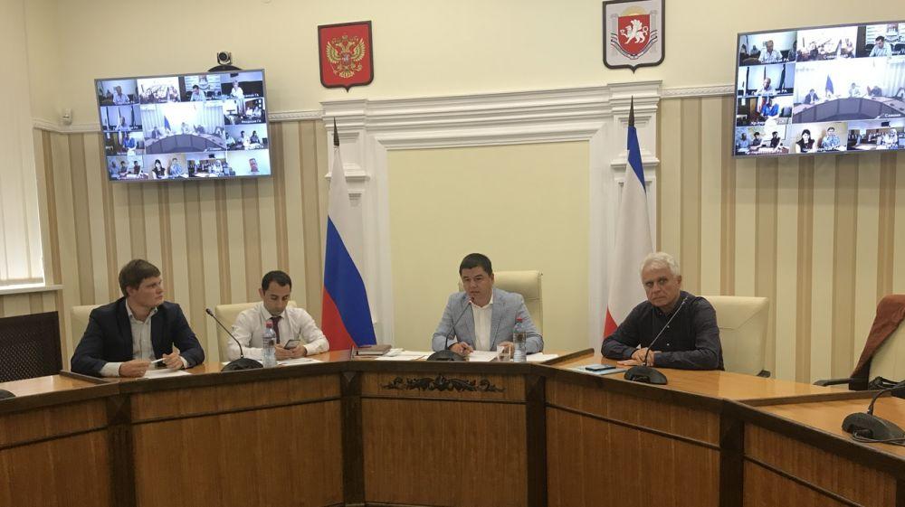 Энвер Аблаев провел очередное видеоселекторное совещание по подготовке к отопительному сезону 2018-2019 гг.