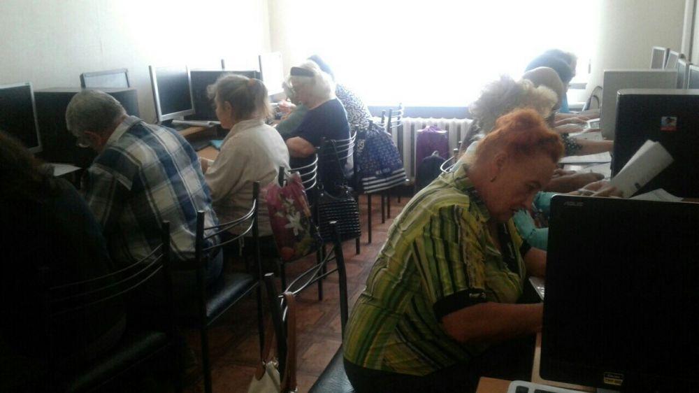 Для неработающих пенсионеров и инвалидов Крыма стартовало обучение компьютерной грамотности