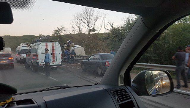 ДТП с двумя грузовиками в Крыму: пострадавшего вырезали из кабины