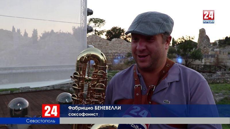 В Херсонесе прошло выступление уникального оркестра саксофонистов из Италии