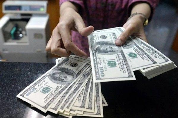 Россияне массово обнуляют свои валютные счета из-за новых санкций США и угрозы запрета долларовых расчетов
