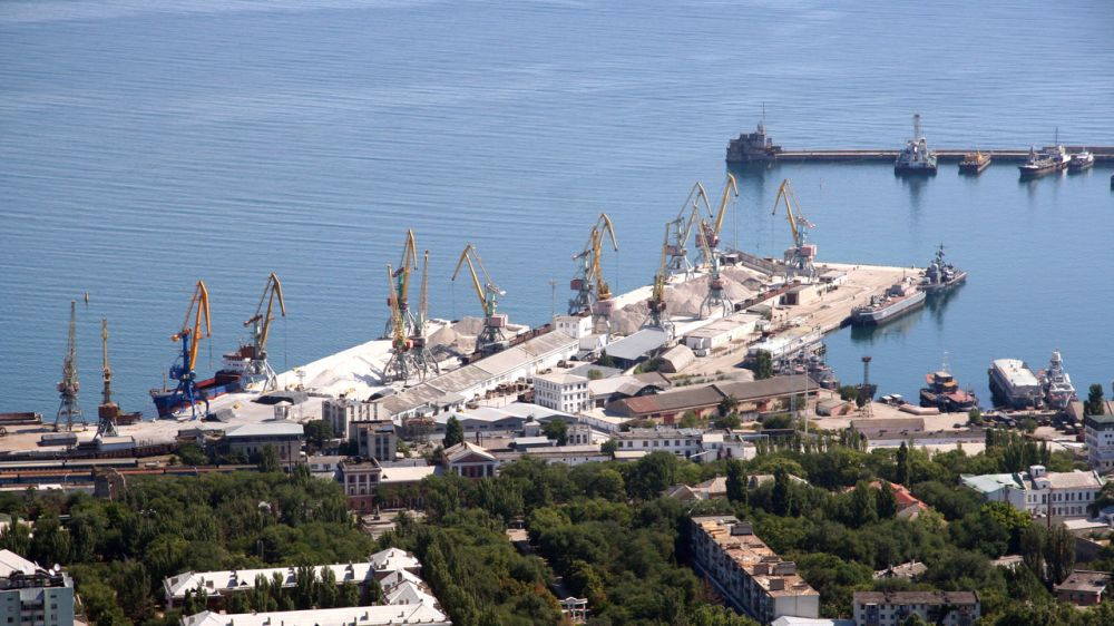Феодосийский порт празднует 123-летие со дня образования