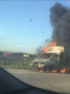 На трассе рядом с Керчью сгорел грузовик