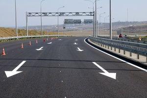 На автоподходе к Крымскому мосту уложили последний слой асфальта